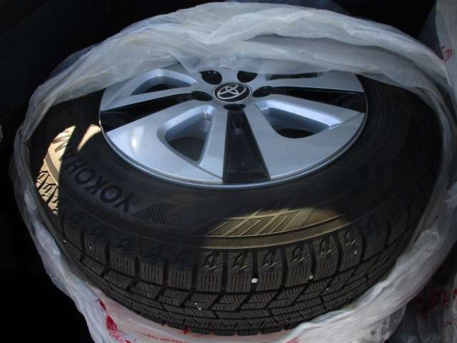冬タイヤ付属!タイヤサイズは、195/65R15です。