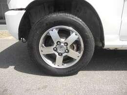 タイヤの溝も十分に残ってます!!ホイールとタイヤは専用洗剤でクリーニングし、効き目が長持ちの油性WAXでコーティングします!納車してから効き目がなくなった場合は当社へ来店されたらクリーニングを行います