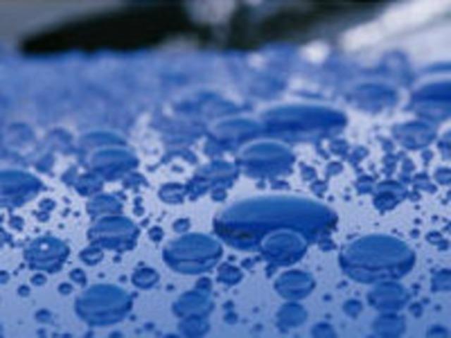 超撥水・高被膜がボディ保護。メチル基特有の撥水性で従来の撥水剤にはない高被膜を実現。トップコートは必要ないまま優れた高被膜で長期間撥水性を維持します。