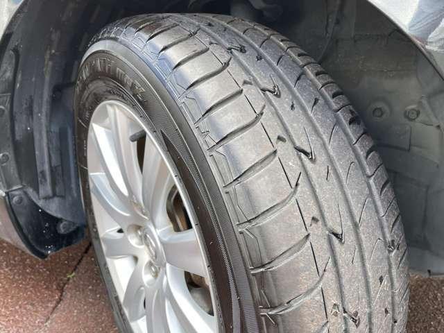 タイヤは2019年製タイヤを装着しており溝もたっぷりと残っています
