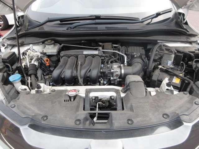 チェーン駆動の、4気筒DOHCエンジンと1モーターのハイブリッドシステムです。