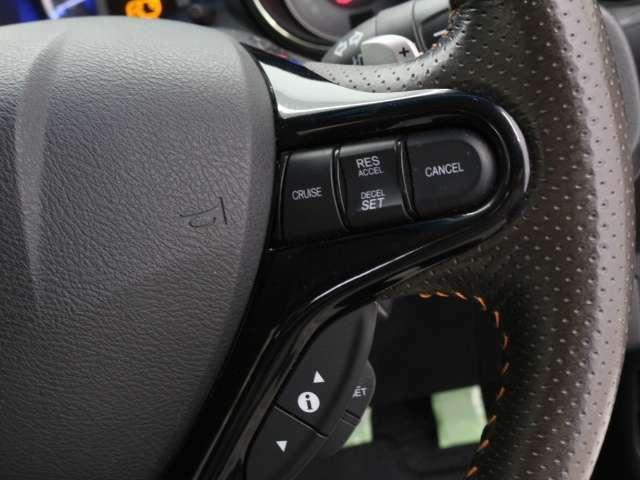高速道路などでアクセルを操作しなくても一定速度で走行可能な『クルーズコントロール』付きです!ロングドライブの時などにうれしい装備ですね♪