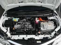 【エンジンルーム】エンジンルームもピカピカに仕上げます。エンジンルームが汚れていると不具合の原因にもなります。逆にオイル漏れなどの異常が起きたときには原因を見つけやすいですよ。