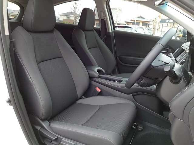 ホンダのシートはホールド性、弾力性は良いです。長距離長時間ドライブでも疲れないと評判です。是非体感してみませんか?