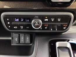 オートエアコン&シートヒーター(運転席/助手席)で暑い夏も寒い冬も快適にお乗り頂けます(^^)☆