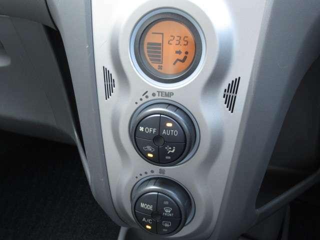 オートエアコン付きです☆風の温度や風量など自動調整してくれます。一定の温度にセットするだけで自動的に車内を設定温度に保ってくれるので快適です♪