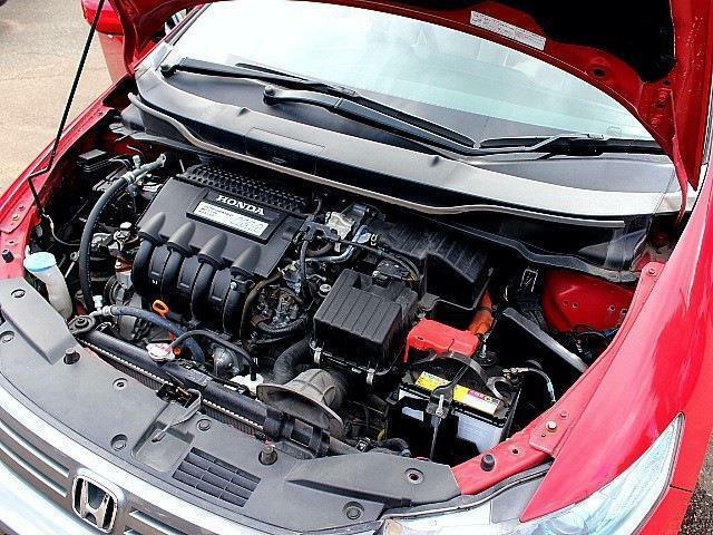 エンジンは1.3L&ハイブリッドとお財布にも優しいお車です♪スタッフ一同、お客様のご来店お待ち致しております♪