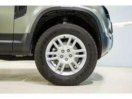 ロングボディの110は、足回りにエアサスペンションが装備されますので、車高の調整も変幻自在です。