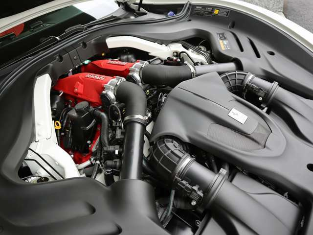 ◆3.9L V型8気筒DOHCエンジン+ターボ ◆620ps/7,500 rpm:77,5kgm/5,750rpm(カタログ値)