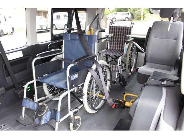 希少な車いす4台固定のハイエースです。様々な車いすに対応が可能です〇