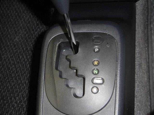 シフトレバーも扱いやすい位置に配置されています。