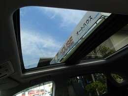 電動サンルーフ付き!天気のいい日は気持ちいい風を感じながら運転してみてください♪