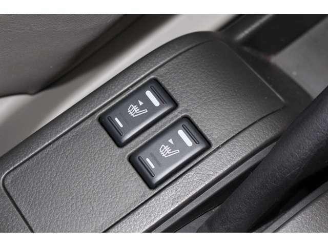 運転席・助手席はシートヒーター付きとなっております。