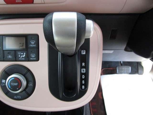 燃費・レスポンスの良いCVTオートマチックで、ヒルスタートシステム付です。