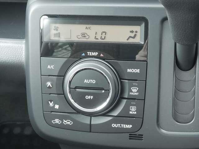 嬉しいオートエアコン♪細かい温度調節で 車内は快適空間ですね☆