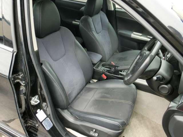 運転席電動シート、細かいシートポジションまで調整することができます!