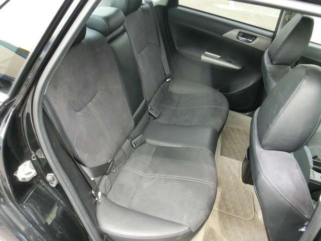 後部座席・前席、共に目立ったシートの汚れはございません!