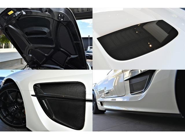 【ブラックシリーズ専用装備】カーボンファイバーフリックスやカーボンファイバーステップカバー、AMGパフォーマンスメディアBang Oulfsen AMGサウンドシステムがインストールされております。