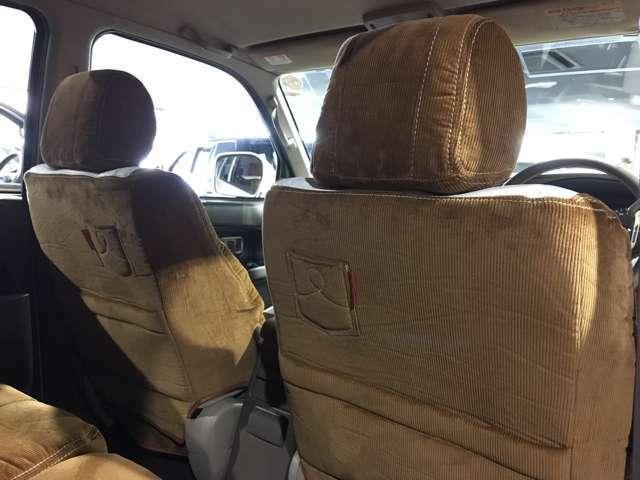 ※取付イメージです。背面にはポケットが付いている可愛いシートカバーです!