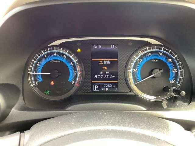 スピードメーター!デジタルディスプレイで車の細かい状態を確認できます