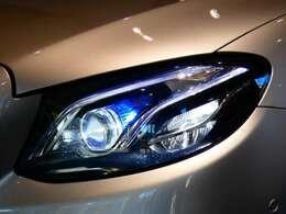 広範囲を明るく照射し高い視認性を確保する、LEDハイパフォーマンスヘッドライトを採用!視認性が低下する夜間での視界を向上させ安全なドライブをサポートします!!TEL:045-844-3737
