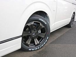 ホイールにはアーバングランデ17インチAWを装着! タイヤはナスカーホワイトレタータイヤを合わせています。