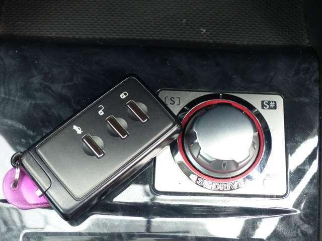 走りが変わるSIドライブ搭載!スマートキーはポケットの中でOK!