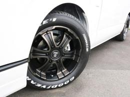 ホイールにはバルベロ W-DEEPS 17インチを装着! タイヤはナスカーホワイトレタータイヤを合わせています。