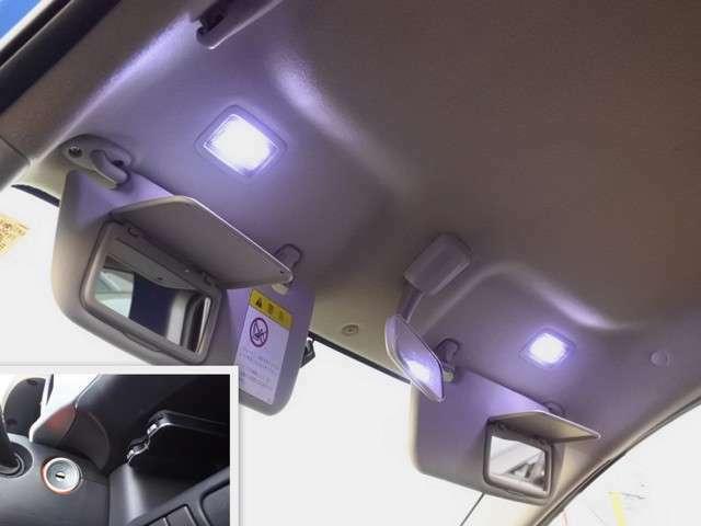 照明付きのバニティミラーにインパネシャワーライト・イグニションキー照明も装備♪