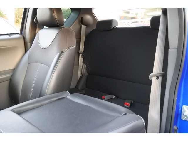 後席シート:大人が座るには少し窮屈ですので緊急用です。