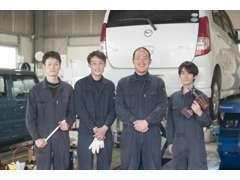 販売スタッフです。ゴルフが得意な田中、笑顔が素敵な向井、播州秋まつり命の藤原、おもしろい顔の岡下です。