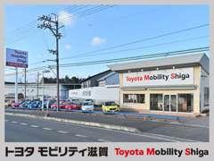 当店は国道1号線沿いにございます!高品質な在庫車両を30~40台展示中です!
