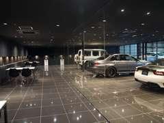 輸入車にふさわしいショールームにて、お客様のお越しをお待ちしています。