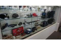 ミニカーから帽子、バック等のポルシェオリジナルグッズも多く取り揃えております!日々のポルシェライフがより充実します!
