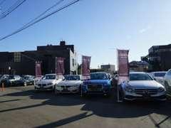 店舗には常時100台程度の車両を展示しております。さらにオーラッシュ全店舗で約1100台の車両からお好みの1台をお選び下さい。
