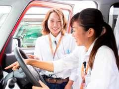 カミタケモータースは女性スタッフ68人!国家整備資格取得者17人在籍!女性の方でもお車のことなら安心してお任せください!