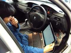BMW専門店ならではの技術と知識。BMW専用テスターでのトラブルシューティングやコンピューターのコーディング作業も可能。