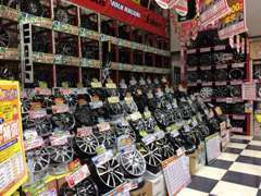 軽カーからコンパクト・ミニバンなど、最新の商品も展示してあります。