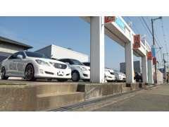 プロの目によって厳選された車輌のみを展示する当店の仕入れは、オークション、ユーザー買取がメインのお店です。