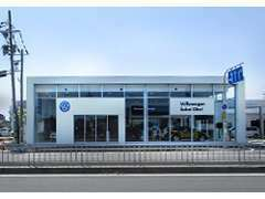 2016年7月9日にフルリニューアルいたしました新車・サービス店舗は当店から徒歩1分のところにございます。