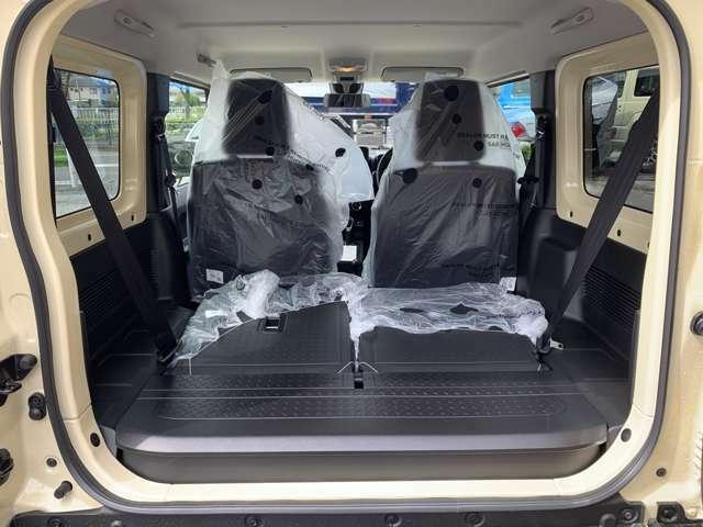 ・リヤシートは倒すことも可能なので荷物のスペースは充実してます!