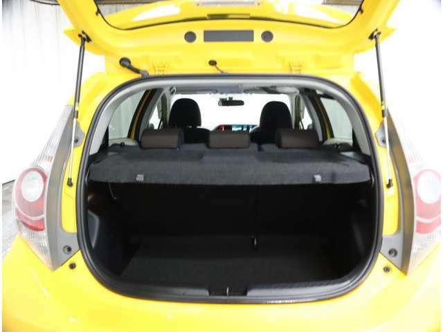 トランクルームのお写真になります♪荷物が載せ易く、目隠し効果のカバーも付いております(*^^)v
