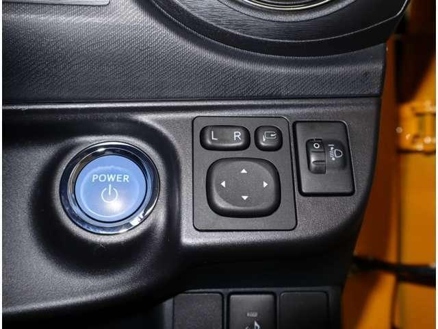丸いボタンをPUSH!ここ最近のエンジンスタート方法です。プッシュスタートでエンジン始動できます。