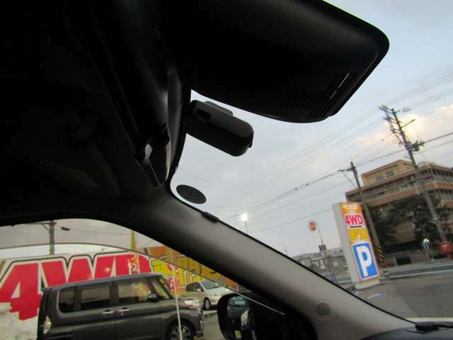 ■ナビ連動ドライブレコーダー(もしもの事故に備えたい!ドライブの思い出を残したい!そんなお客様におすすめです♪)