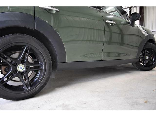 BMWオーナー様から人気のレーシングダイナミクス社のホイールを装着しております!ブラック色がボディとの相性バッチリです♪