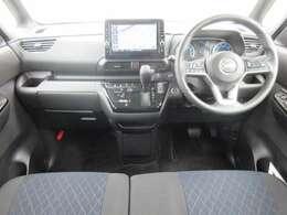 ディーラーオプションのメモリーナビ・ETC2.0・プロパイロット・ドライブレコーダー・オ-トエアコン・インテリジェントキ-等を装備する運転席まわり。