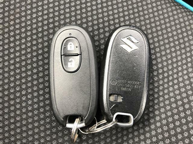 スマートキーなので、カギはポケットやカバンの中でもエンジンの始動やドアロックの開閉ができます!