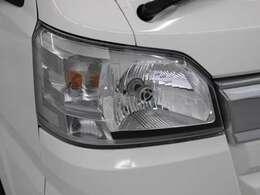 消費電力の少ない社外品のLEDヘッドランプを採用。豊かな光質と、自然光に近い光質で、夜間のドライブの安全をサポートします。