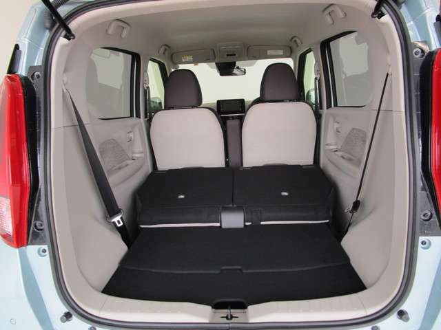 後部座席のシートを倒せば、荷室スペースが更に広がります!使用用途やシチュエーションに合わせてアレンジできます。