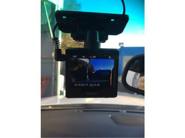 Aプラン画像:おクルマご購入時と一緒に新品のドライブレコーダーを工賃込みでお取り付けしてご納車いたします。